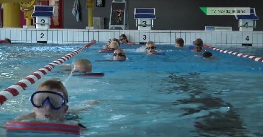 Svømmelejr for vandhunde og legeglade børn